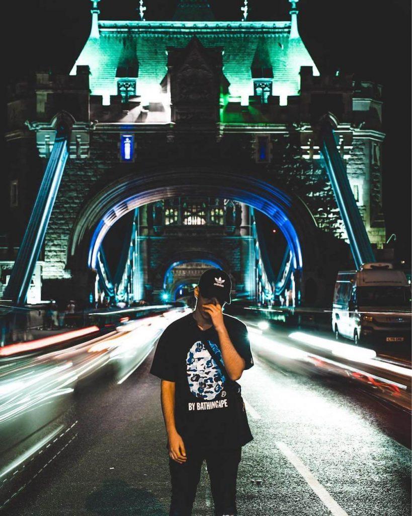 תמונה באטאוור ברידג' בלונדון. חושך ואור