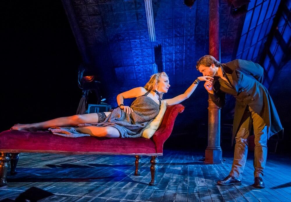 נטלי דורמר בהצגה ונוס בפרווה בווסט אנד בלונדון