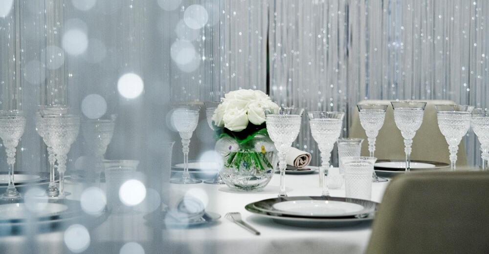 השולחן המואר במסעדת אלן דיקאס בלונדון