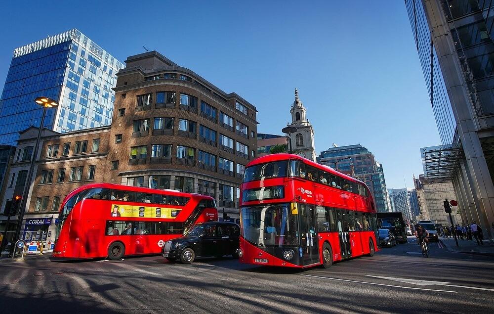 עכשיו גם האוטובוסים בלונדון שותים קפה