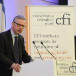 """""""אור לגויים"""": צפו בשר בריטי משבח ומגן על ישראל"""