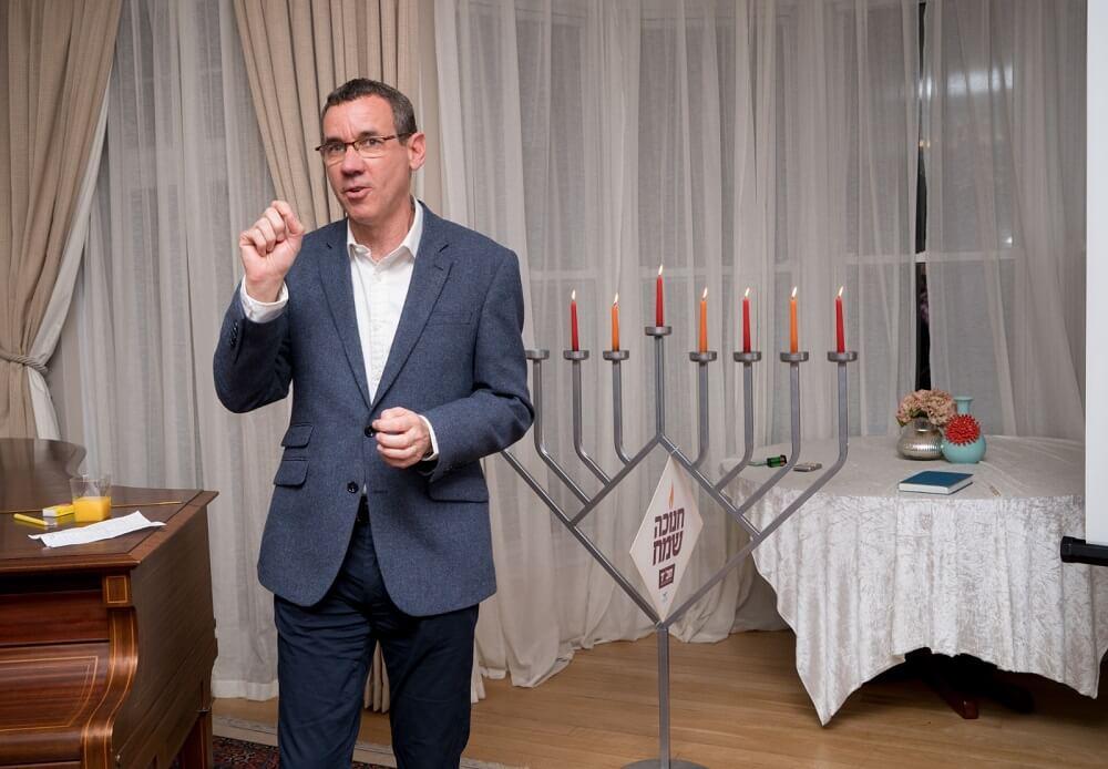 הדלקת נרות בבית שגריר ישראל בבריטניה מארק רגב לישראלים בלונדון