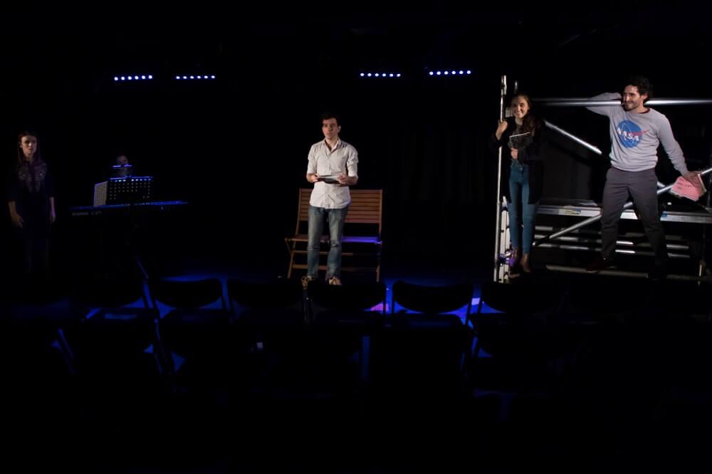 ביקורת על מחזמר בלונדון ימים רגילים, לונדון