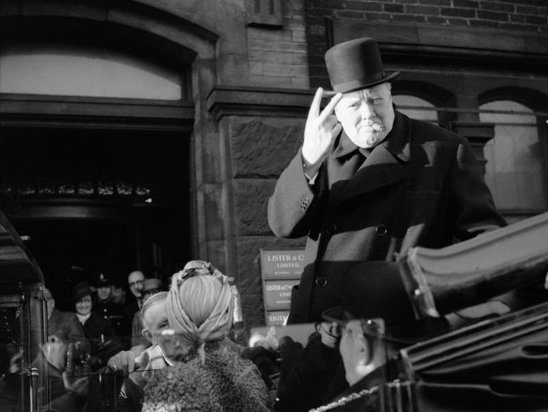 תערוכה בלונדון שמציגה את המכונית המקורית של ווינסטון צ'רצ'יל
