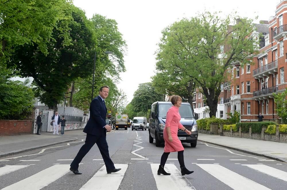דיוויד קמרון חוצה את אבי רואד - לונדון - מה לא לעשות בלונדון