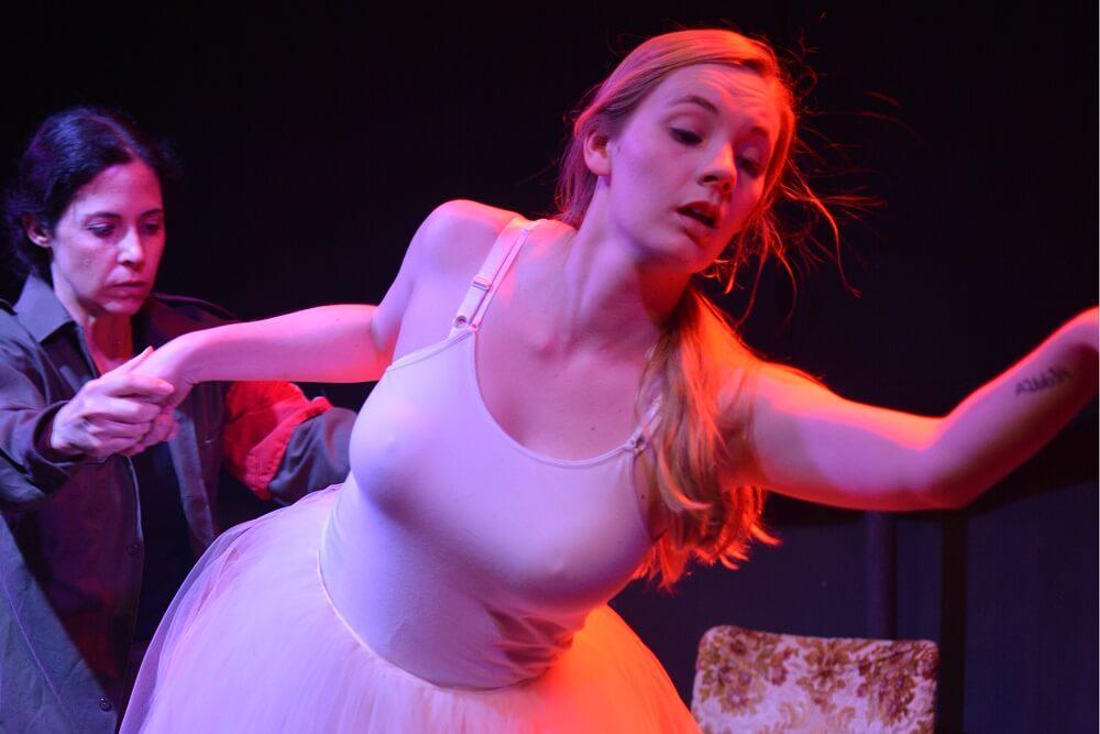 הצגה בלונדון: מתחת לעור - מחזה ישראלי מקורי בתיאטרון אולד רד ליון. בקרו בעלונדון לעוד ביקורות וסקירות של הצגות ומחזות זמר בלונדון