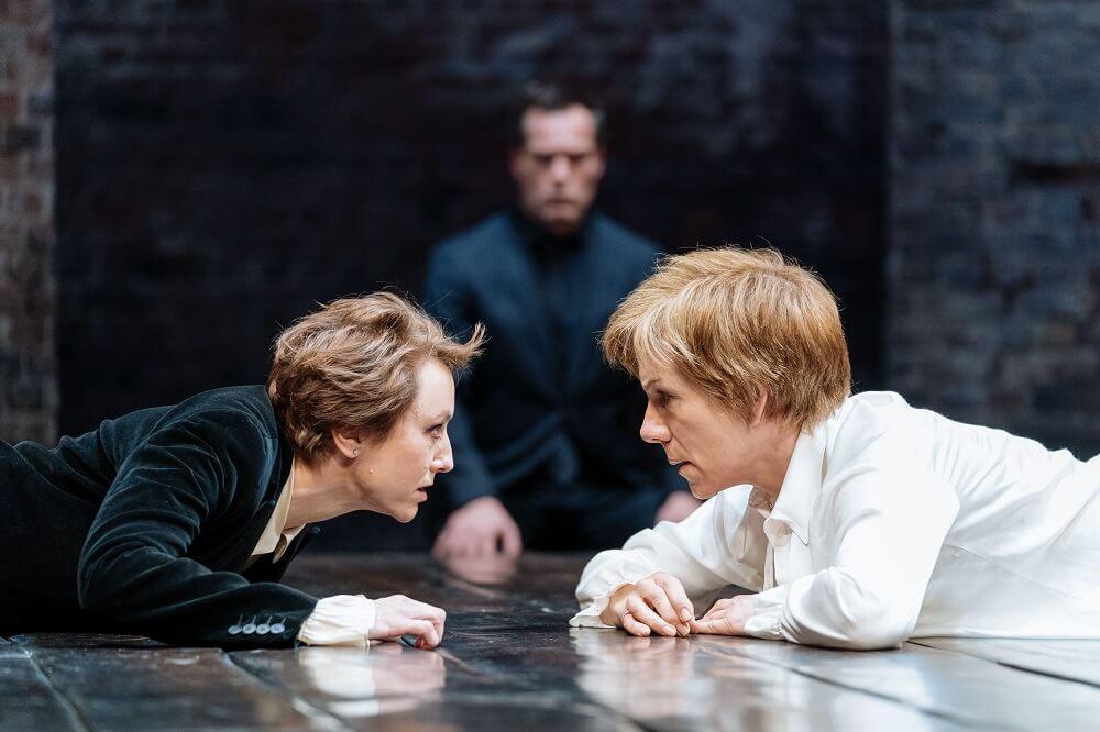 הצגה בלונדון - ביקורת על מארי סטיוארט - עלונדון