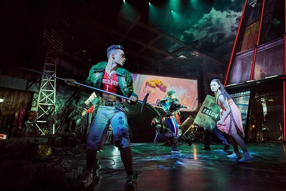 מחזמר בלונדון - באט אאוט אוף הל, ווסט-אנד, ביקורת בעלונדון - כל מה שצריך לדעת על לונדון