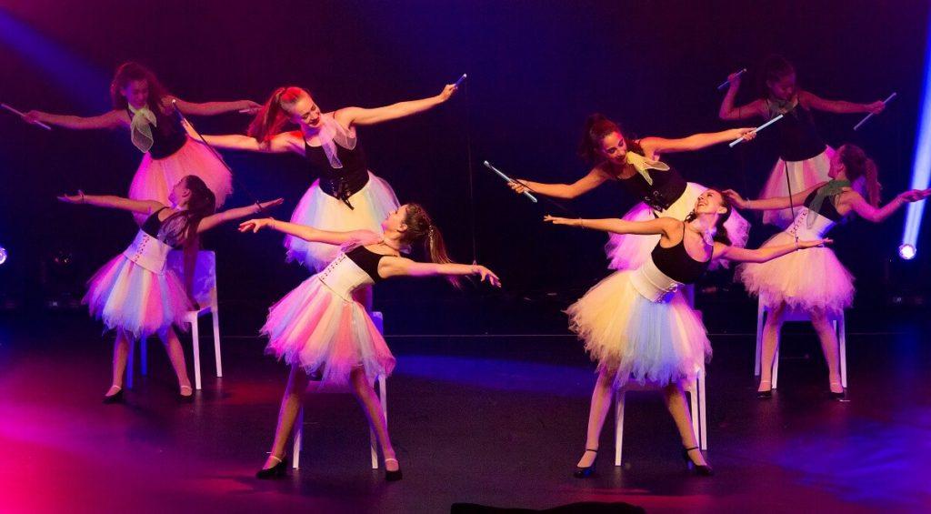 """מופע מחול בפסטיבל בלונדון - """"גיבוש ועבודת צוות - רואים את זה גם על הבמה"""". רקדניות """"קידנזה"""" במופע של פסטיבל TLV in LDN."""