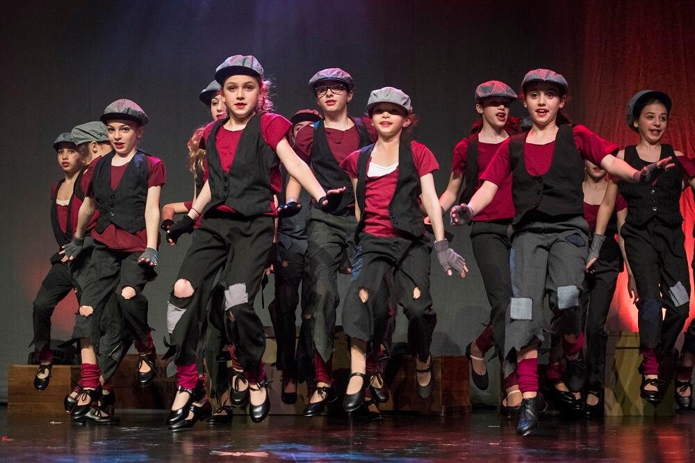 """בית ספר למחול בלונדון - """"אני דורשת מהם כאילו הם רקדנים בווסט-אנד"""". מתוך המופע Be Our Guest של """"קידנזה""""."""
