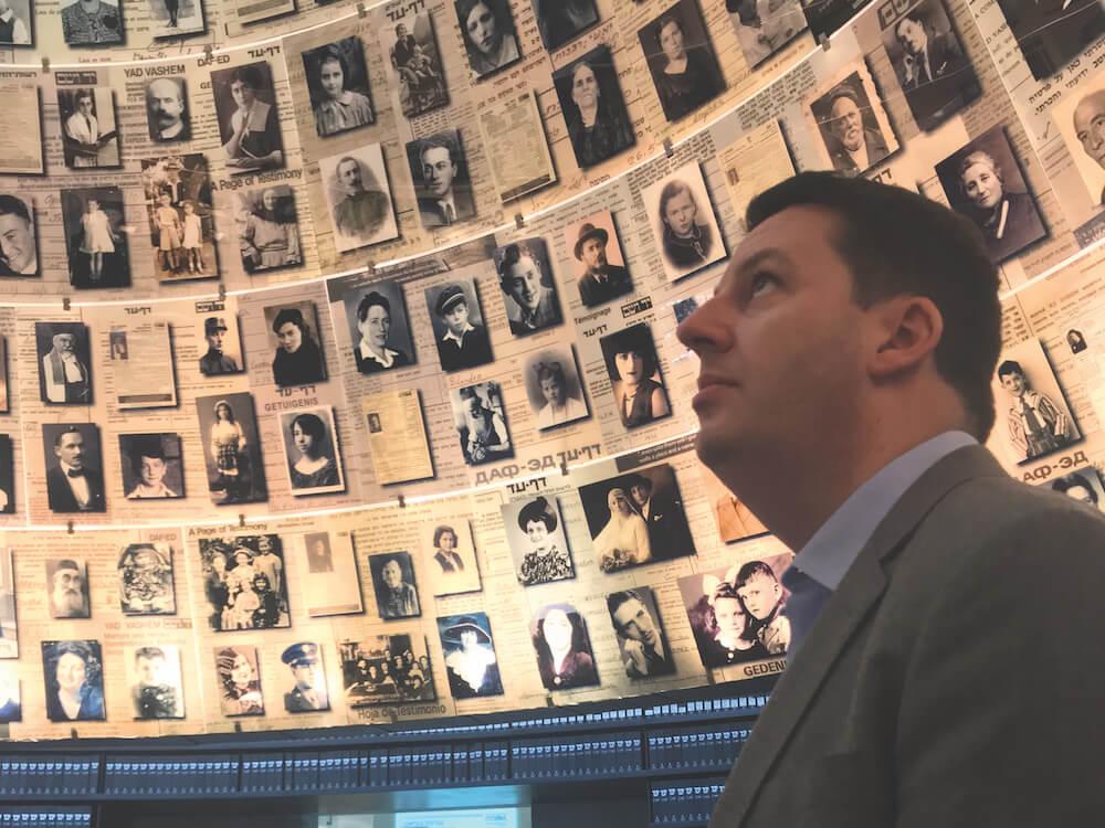 ״הרגשתי חיבור לאתרים היהודיים וליהדות״. אנדרו פרסי ב״יד ושם״. צילום: CFI