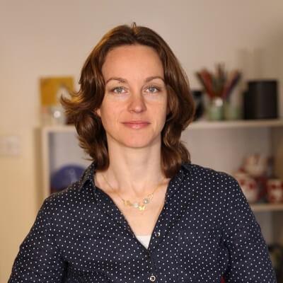 אריאנה שטייגמן היא דיקלאטרית ומארגנת בתים, המתמחה במיקסום המרחב וסידור אסתטי ופרקטי של הבית. ClutterBug