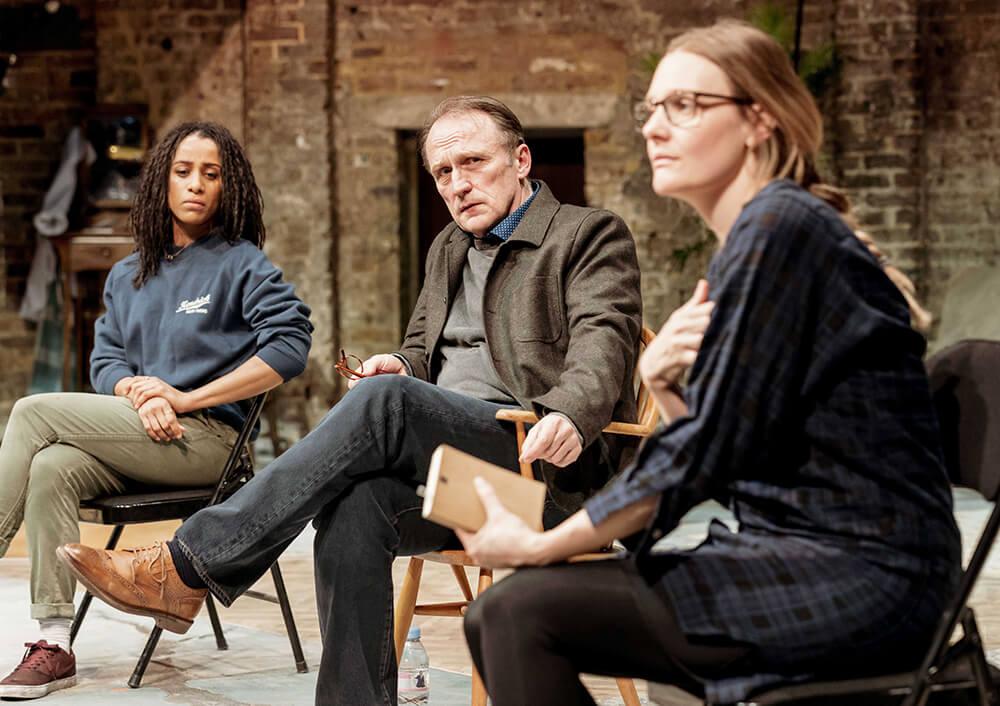 הצגות בלונדון - ביקורת על ההצגה הכותבת בתיאטרון אלמיידה