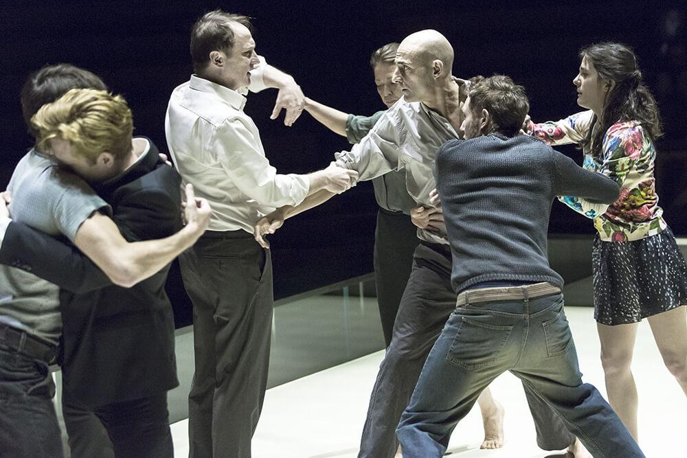 הצגות בלונדון - ראיון עם השחקן מייקל גולד שמשחק בהצגה הכתבת בתיאטרון אלמיידה