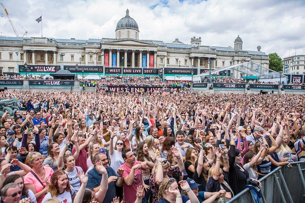 מה לעשות בלונדון בחודש יוני - מחזות זמר על במה אחת בכיכר טרפלגר