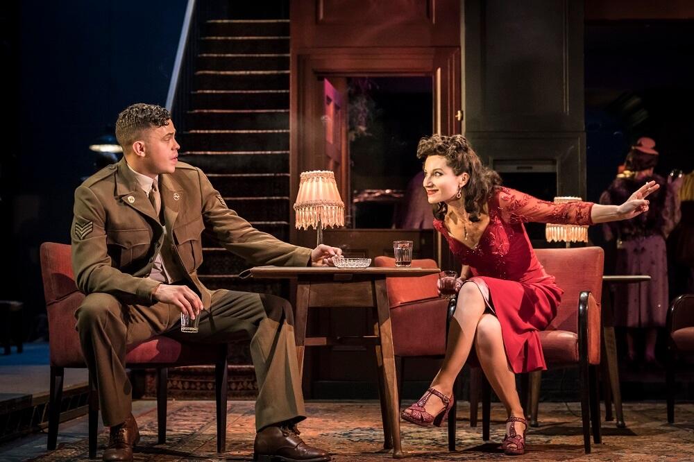 הצגה בלונדון - ביקורת על גיהנום מוחלט אבסולוט הל. בקרו בעלונדון לעוד ביקורות על הצגות בלונדון