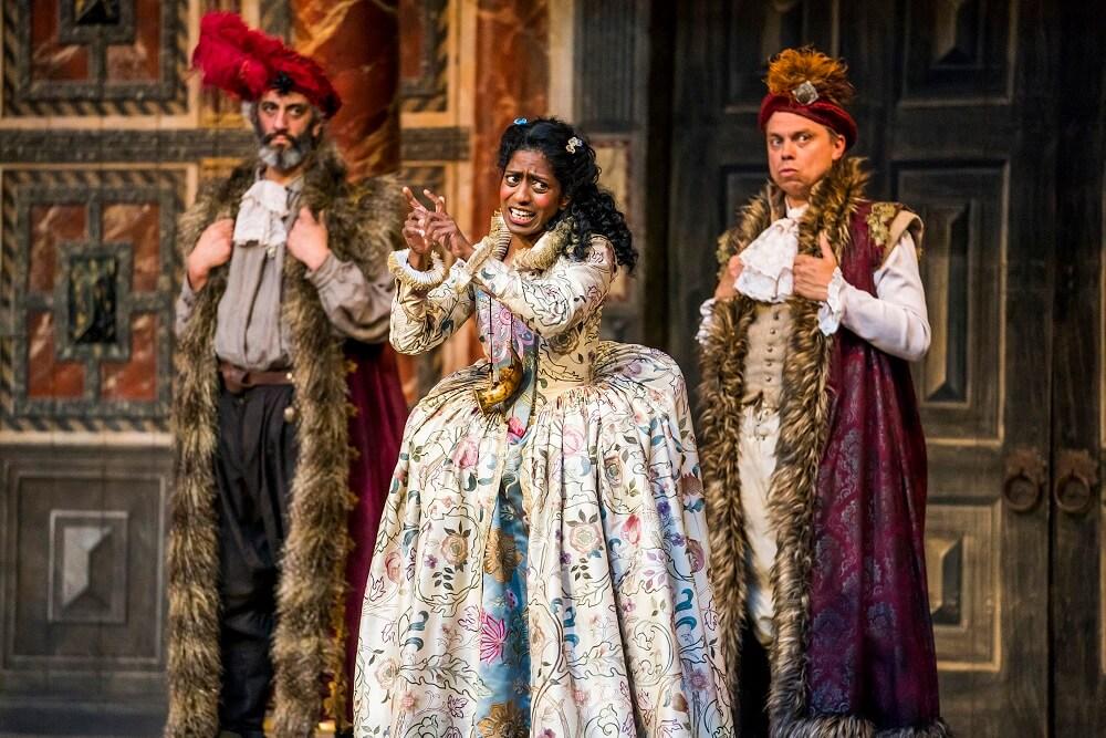 הצגות בלונדון - ביקורת על המחזות המלט וכטוב בעיניכם בתיאטרון שייקספיר גלוב, לונדון.
