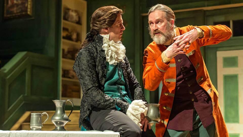 """הצגות בלונדון על הצגה בנשיונל ת'יאטר: """"חשבתי לעצמי 'זה כל כך משעמם!'"""". פירס בהצגה אחרת בתיאטרון הלאומי הבריטי (The Beaux' Stratagem), צילום: Manuel Harlan"""