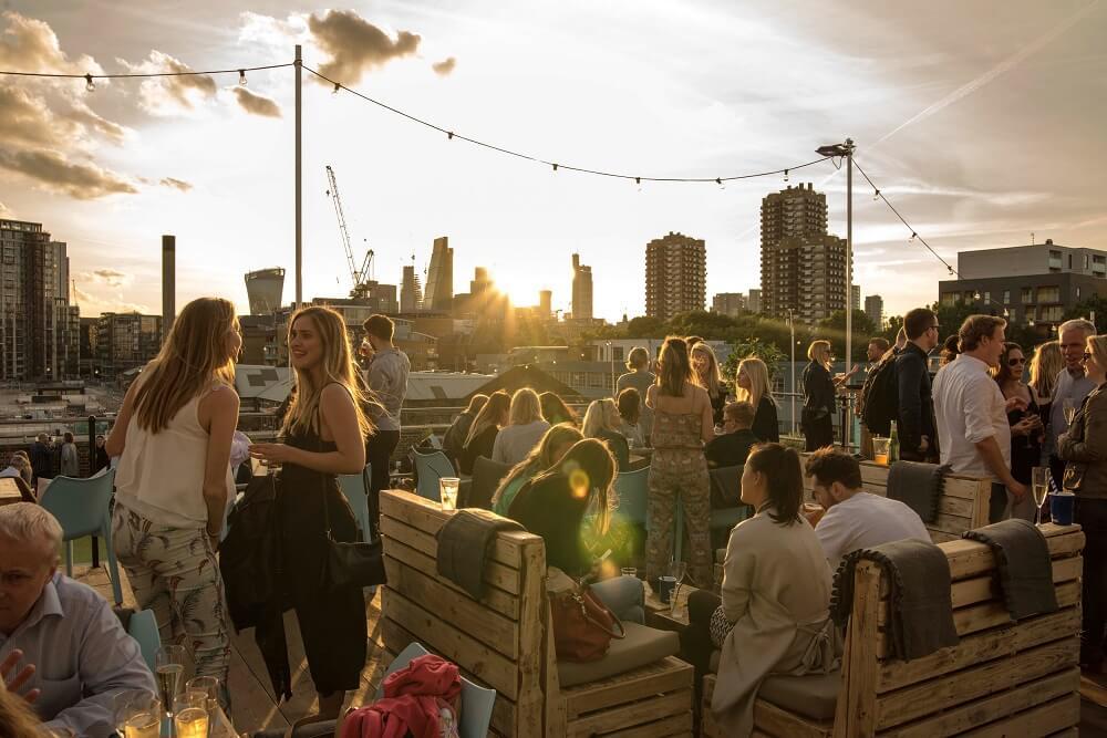 """מה לעשות בלונדון בחודש אוגוסט 2018 - קצת יותר מבר על הגג. """"סקיילייט לונדון"""""""