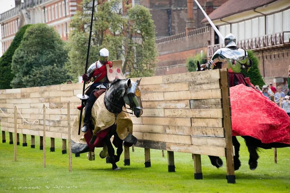 פסטיבל טיודורי בסוף השבוע בלונדון ג'אוסטינג בארמון המפטון קורט מה לעשות בלונדון בסוף השבוע בחודש יולי 2018