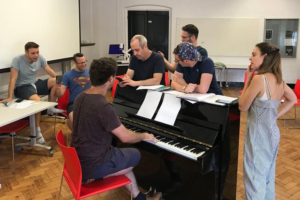 מחזמר בלונדון מופע תיאטרון של ישראלים