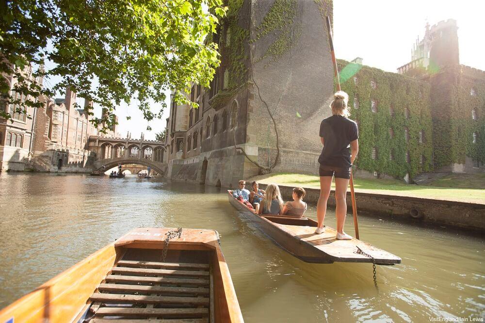 סיורים בקיימברידג' בעברית יעל גתי אטרקציות שוות בבריטניה פאנטינג בנהר הקאם