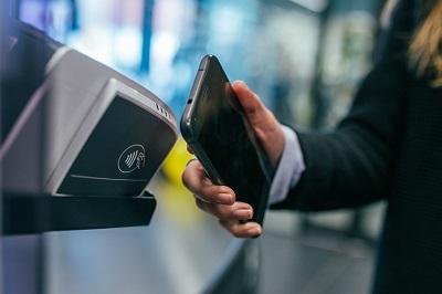 תשלום סמארטפון טלפון נייד תחבורה ציבורית בלונדון אויסטר טראוולקארד טראוולכארד נסיעות בטיוב