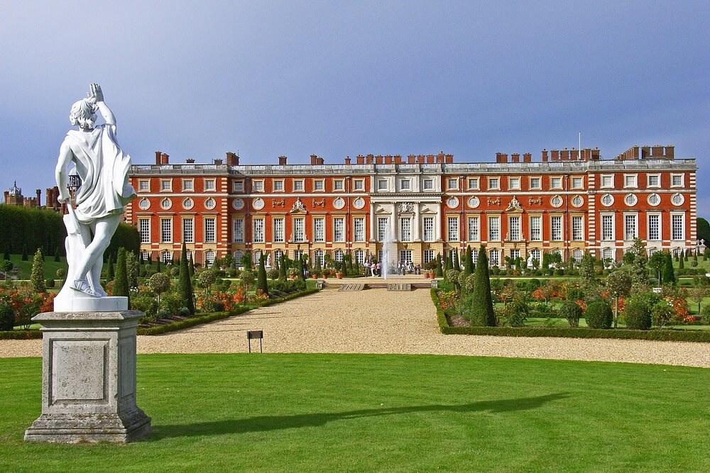 מה לעשות בלונדון בחודש אוגוסט 2018 - הזדמנות לבקר בארמון המפטון קורט. פסטיבל האוכל עם השף מישל רו ג'וניור ואחרים