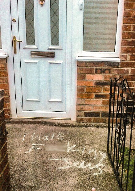 אנטישמיות בבריטניה: גרפיטי אנטישמי שרוסס על דלת בגייטסהד, בחודש מאי השנה. מתוך הדוח של ה-CST