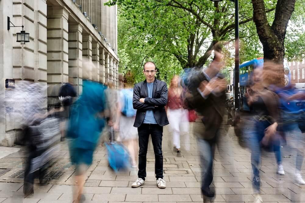 הספר החדש של יובל נח הררי, 21 מחשבות על המאה ה-21, ביקורת, הררי בלונדון