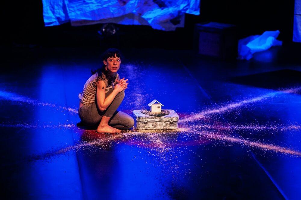מה לעשות בלונדון, מופע תיאטרון, יעל קרוון, ישראלים באנגליה ובריטניה
