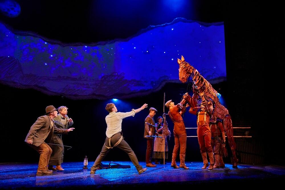 מה לעשות בלונדון, הצגות בלונדון, סוס מלחמה, וור הורס