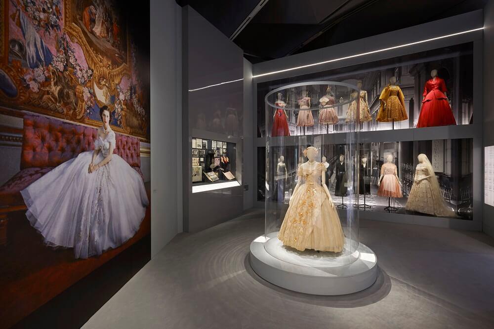 מה לעשות בלונדון בחודש מרץ - תערוכה במוזיאון ויקטוריה ואלברט של המעצב כריסטיאן דיור