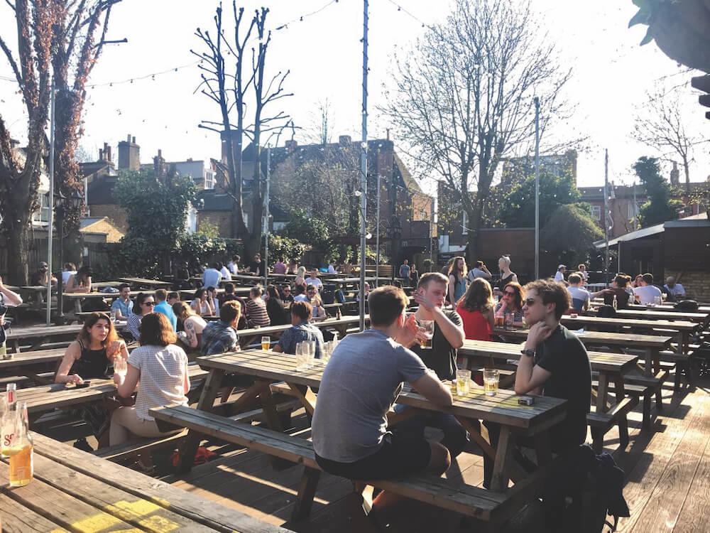 מחצרות הבירה השוות בלונדון. דיוק אוף אדינבורו
