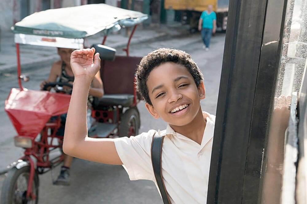 """מילדותו העלובה של קרלוס אקוסטה ועד העלייה לגדולה. מתוך הסרט """"יולי""""."""