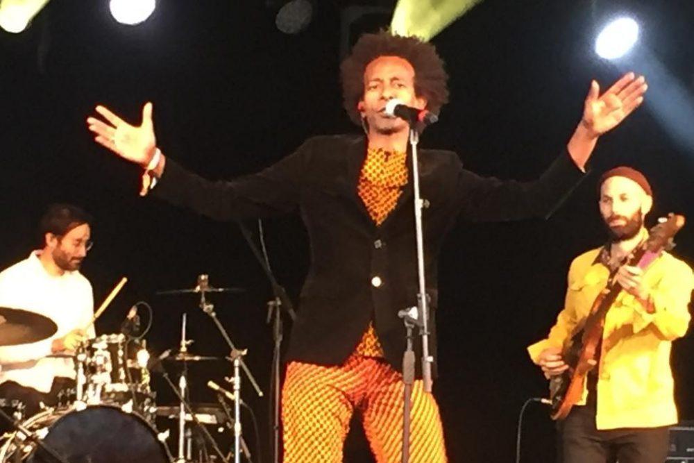 גילי יאלו בהופעה בוומאד, אנגליה