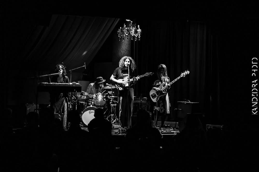 מוזיקה באנגליה: להקת וואקס מאשין