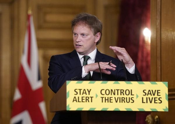 קורונה בבריטניה - שר התחבורה הבריטי גרנט שאפס