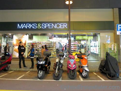 סופרמרקט בלונדון - סניף של מרקס אנד ספנסר