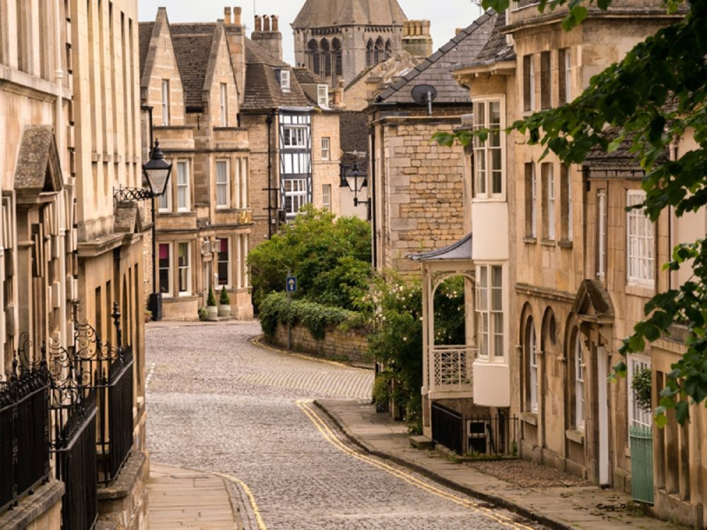 חוזרים לשגרה באנגליה - טיול מחוץ ללונדון - רחוב בעיירה הציורית סטמפורד