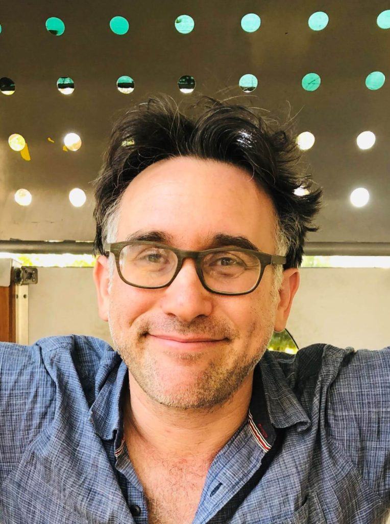 אסף גלאי, במאי הסרט ארמי אוף לאברז בארץ הקודש - סטרימינג של סרטים בלונדון, אנגליה, בריטניה